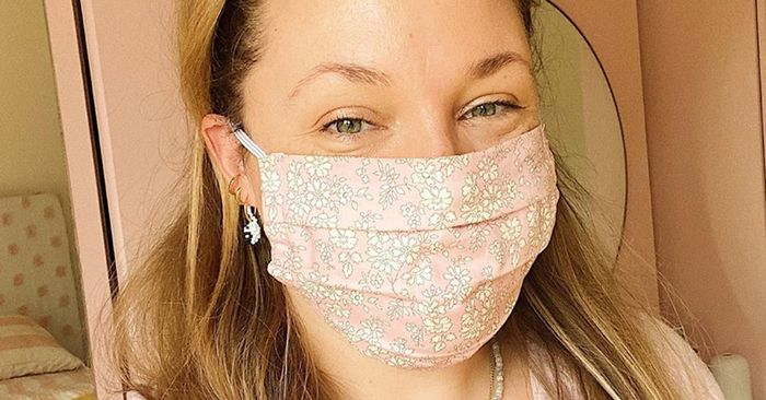 This Is the Expert-Approved Way to Wear Makeup Under a Mask