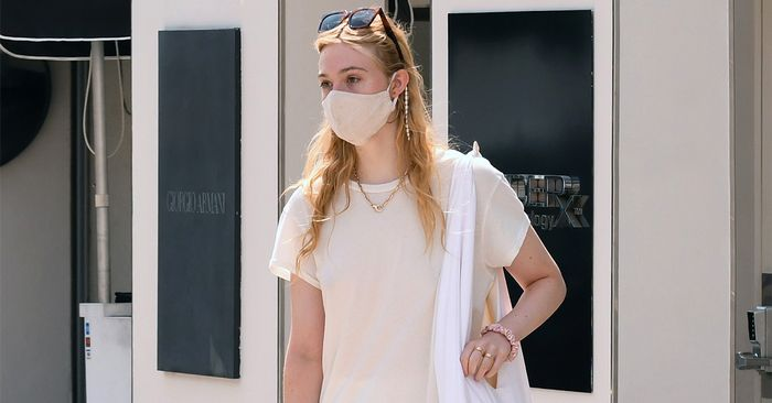 17 Pretty Mask Chains Inspired By Elle Fanning's